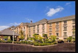 ayres-hotels-anaheim-exterior