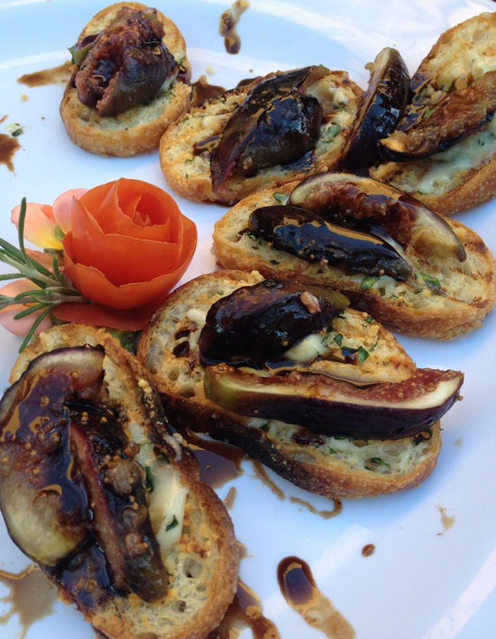 fig and brie crostini