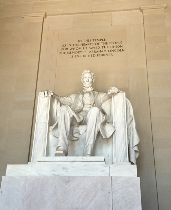 lincoln monument statue