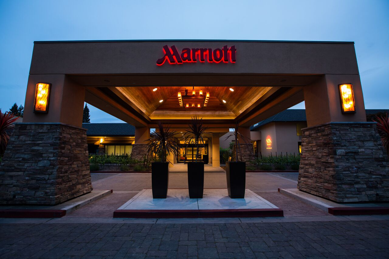 marriott napa valley hotel and spa revitalized with a. Black Bedroom Furniture Sets. Home Design Ideas